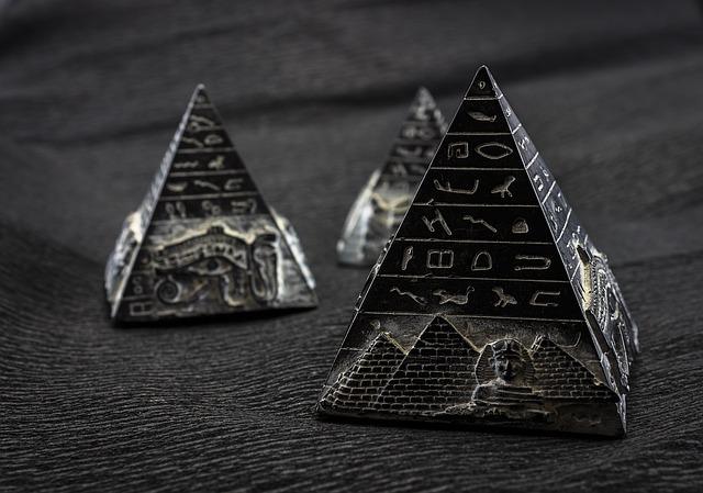 pyramide kunst